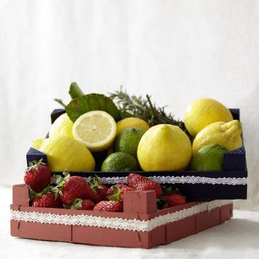 Individuelles Tablett aus einer hölzernen Obststeige