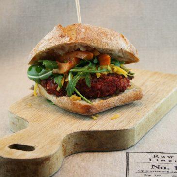 Rote-Beete Burger mit Quinoa und Süßkartoffel