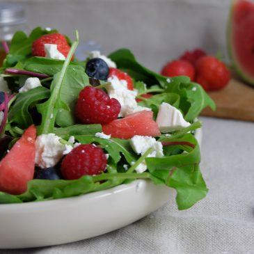 Salat mit Roten Früchten