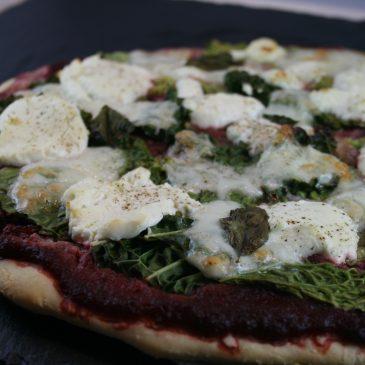 Pizza mit Rote Bete und Grünkohl