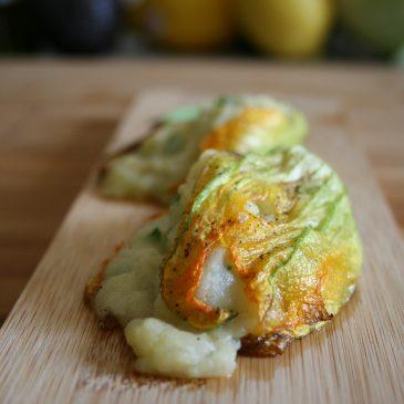 Gefüllte Zucchini-Blüte