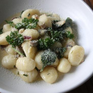 Gnocchi in Spinat-Pilz-Sauce
