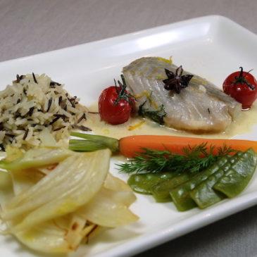 Sanft gegarter Seelachs mit Anissauce, Fenchelgemüse und Reis