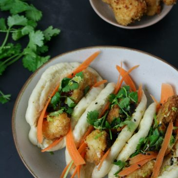 Crispy Chicken with Steamed Bao Buns